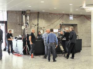 Journalisten und Techniker im Congress Center Hamburg